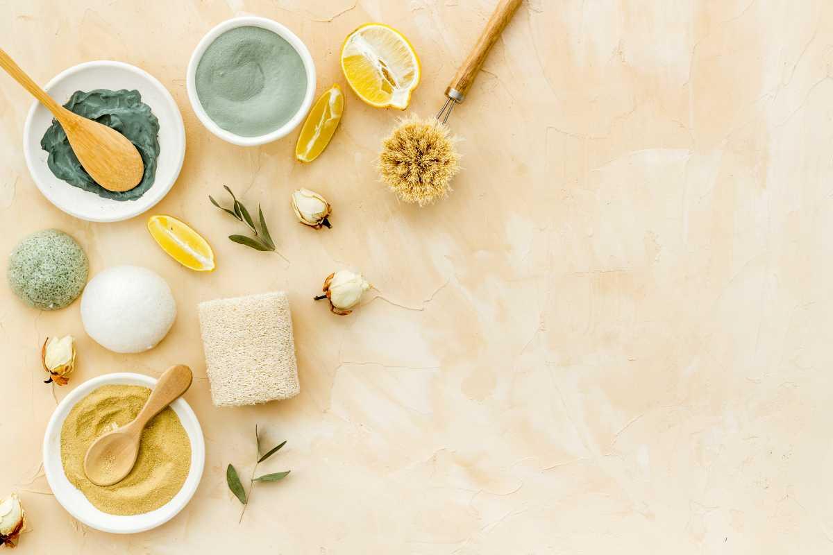 Come preparare e applicare gli scrub corpo rinfrescanti per l'estate