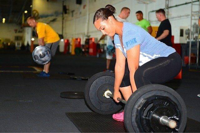 Grasso? Aggiungi i pesi nell'allenamento quotidiano | Tutti i benefici