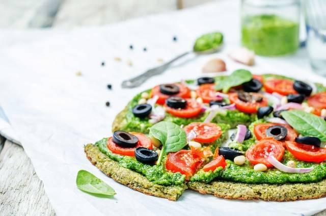 Pizza di zucchine facile: in padella, senza glutine, senza lievito