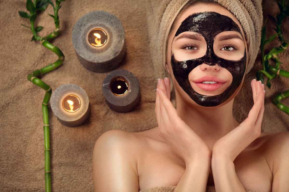 Come prendersi cura delle pelle impura con il carbone vegetale