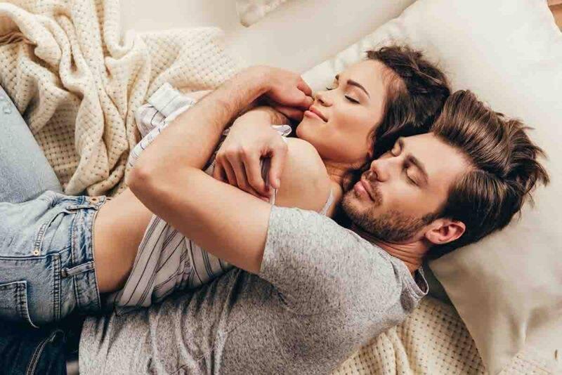 Coppia e felicità a letto