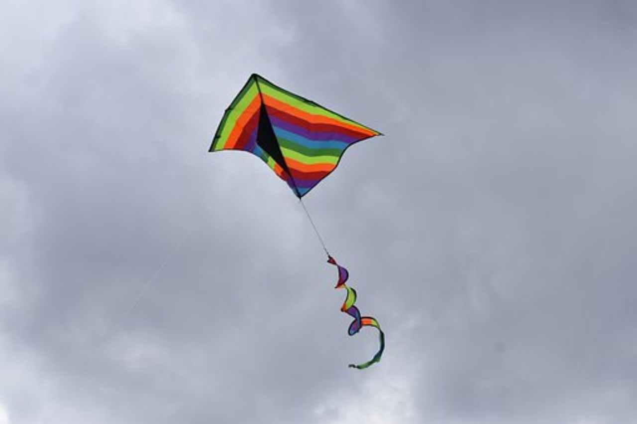Taiwan, bambina vola sull'aquilone