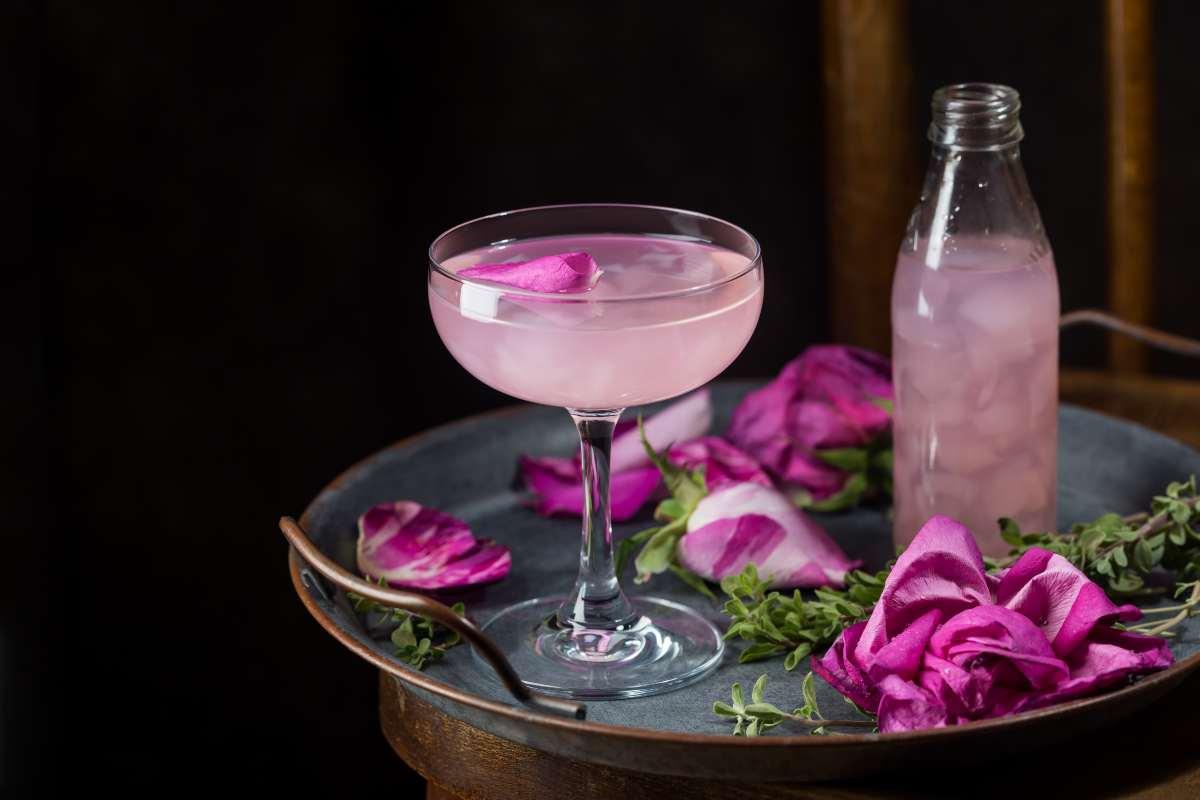 allerta alimentare bevande rosa e fragole