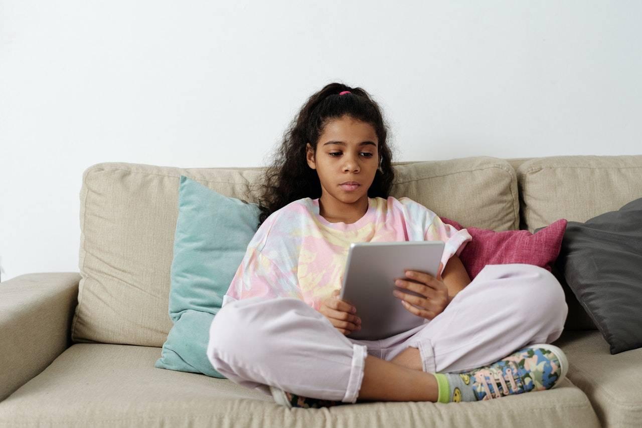 lasciare i bambini con il tablet può creare molti danni