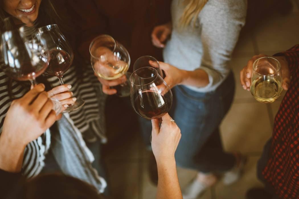 Giochi alcolici con amici