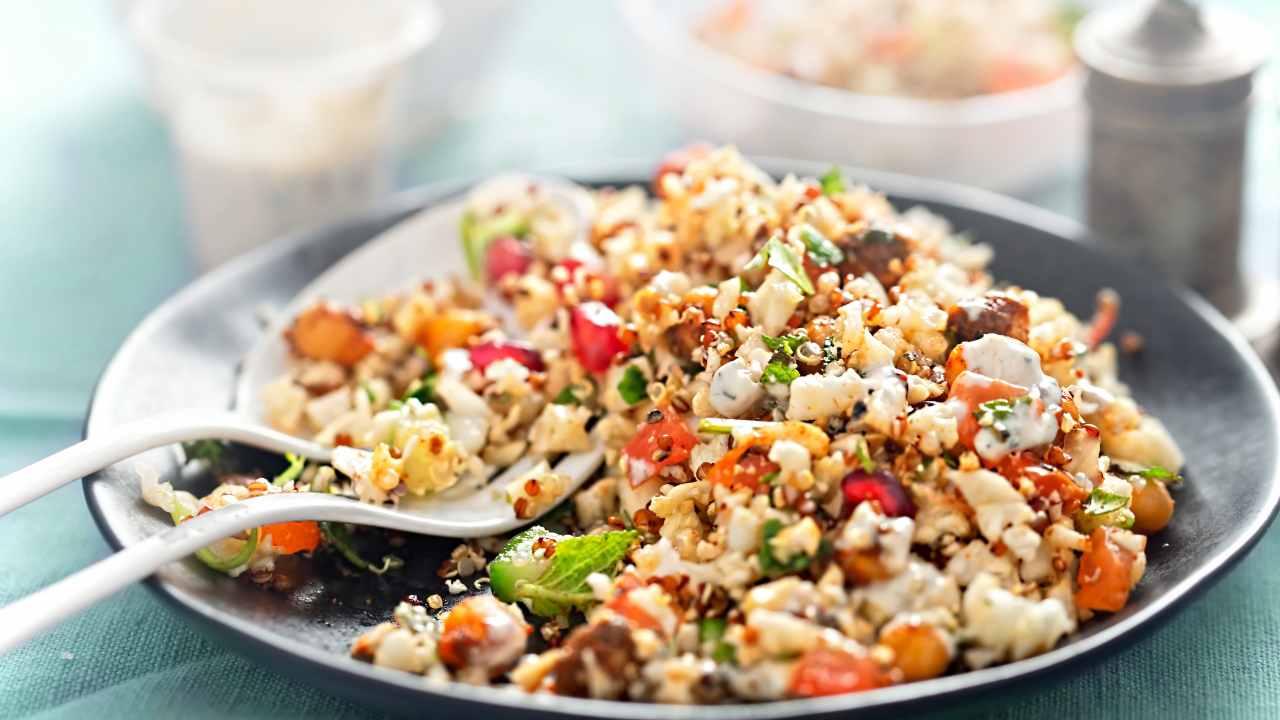 Quinoa con verdure: piatto unico, fresco e senza glutine