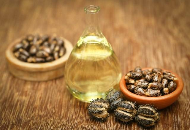 Olio di ricino: corposità alle ciglia, rinvigorente per i capelli e molto altro