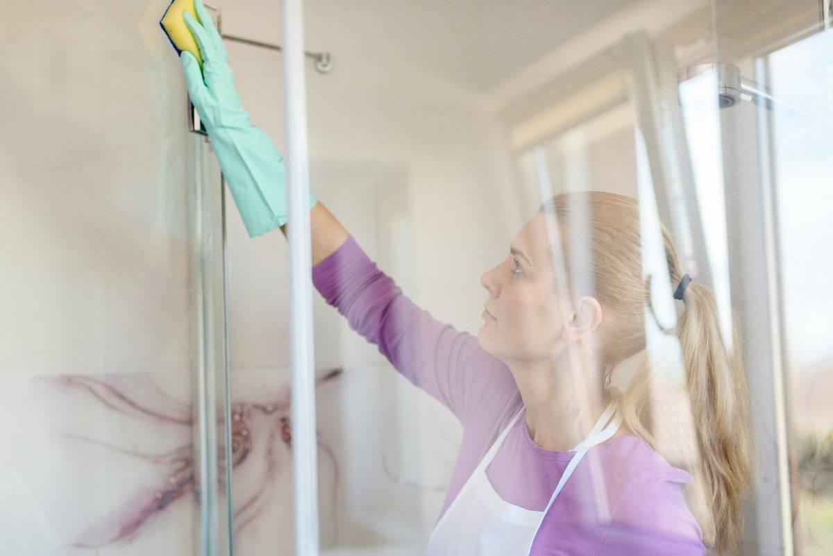 Come pulire la doccia in modo impeccabile grazie a questo trucco
