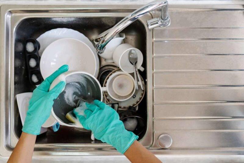 Come lavare i piatti: tutti i trucchi ecologici e antispreco