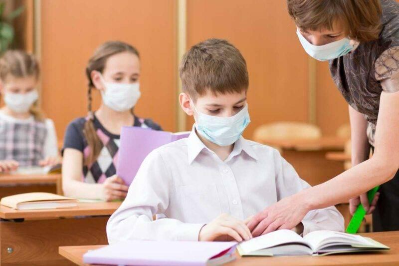 Treviso, insegnante contraria alle mascherine perde il posto (Adobe Stock)