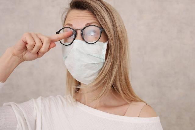 Covid-19: come evitare appannamento occhiali per mascherina