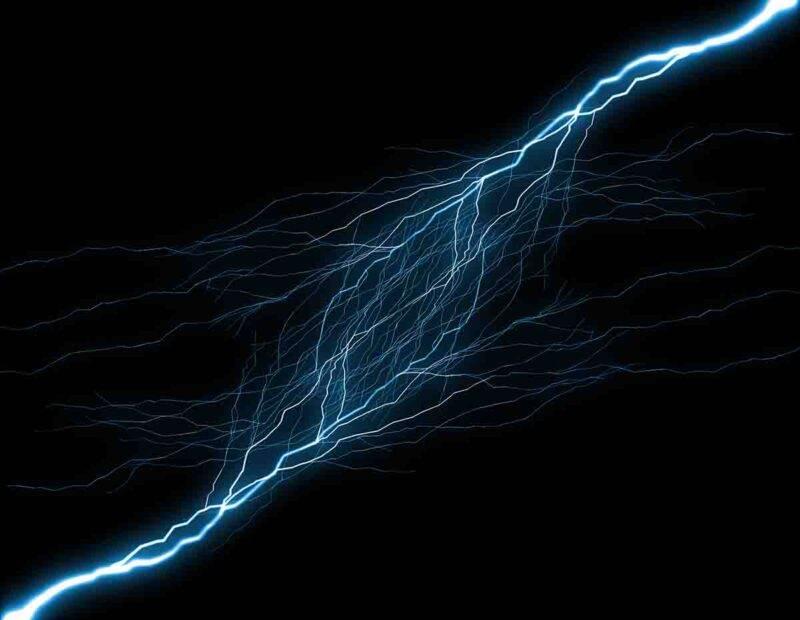 Perchè alcune persone ci danno la scossa elettrica?