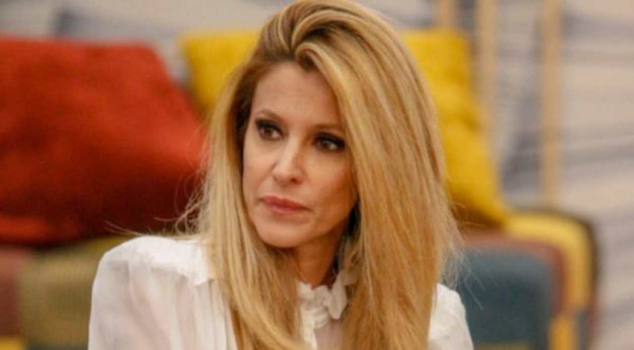 Adriana Volpe: replica ad Antonella Elia