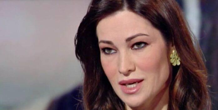 Manuela Arucri difende Tarallo