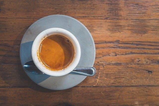 Come servire il caffè a casa