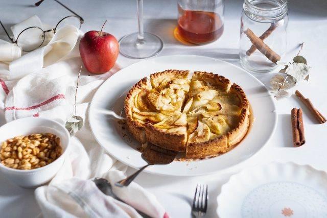 Torta di mele al microonde: preparazione facile in tempo ridotto