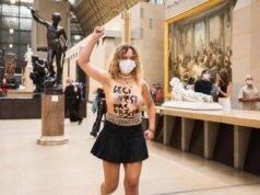 donne seminude museo protesta