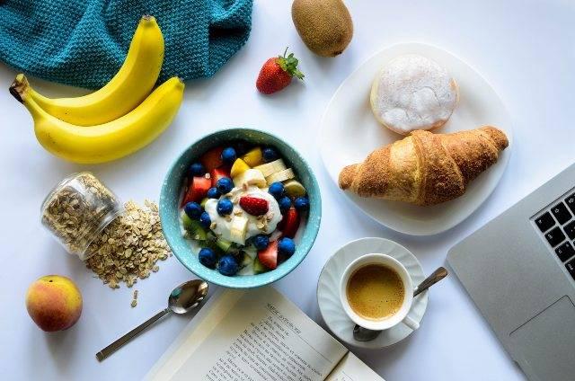 Colazione sana ed equilibrata: tutti i consigli e le idee da portare in tavola