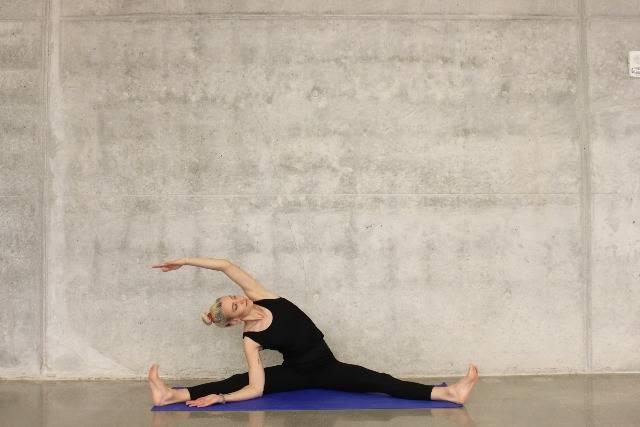 Fare stretching al mattino: esercizi utili per risvegliare il corpo