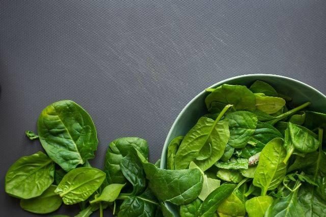 Come eliminare pesticidi da frutta e verdura: tutti i consigli pratici