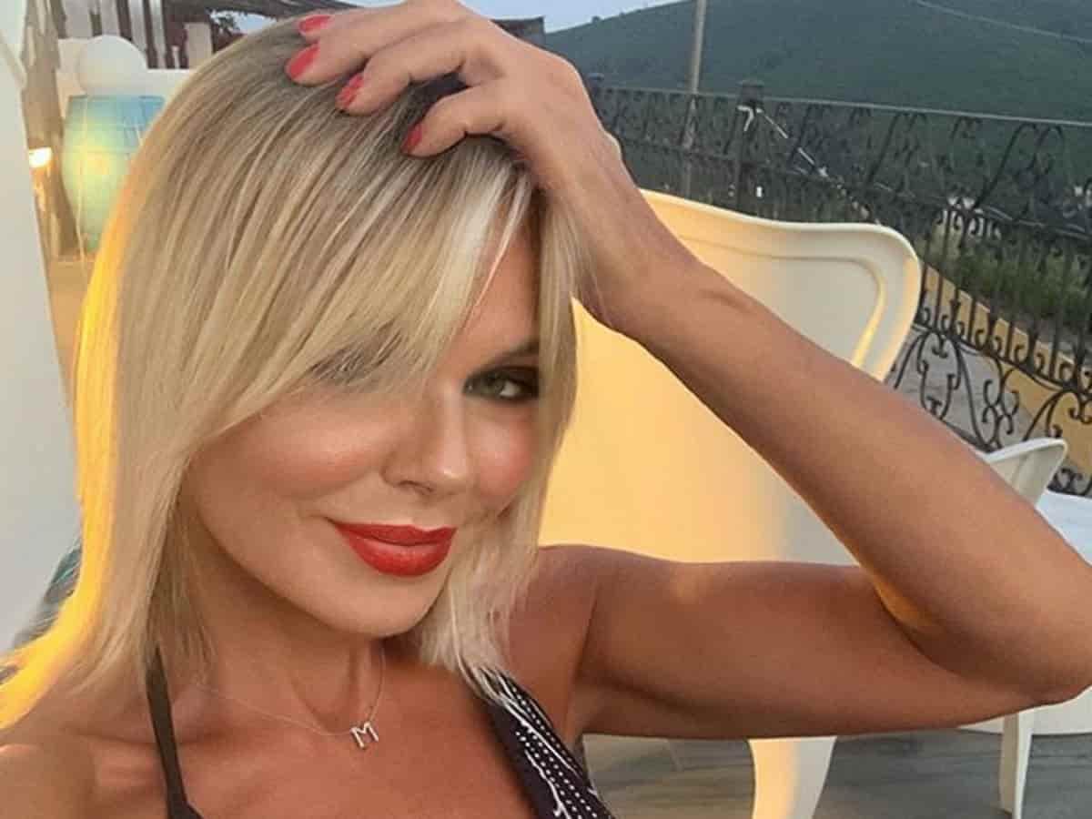 Matilde Brandi cade durante la diretta del Grande Fratello Vip – VIDEO