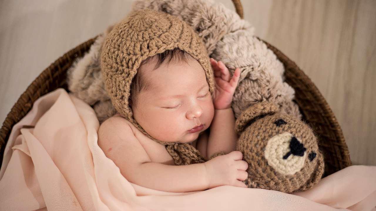 cosa fare se bambino si scopre mentre dorme