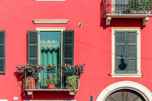 Come pulire le ringhiere dei balconi