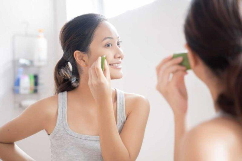Curare l'acne con l'aloe vera