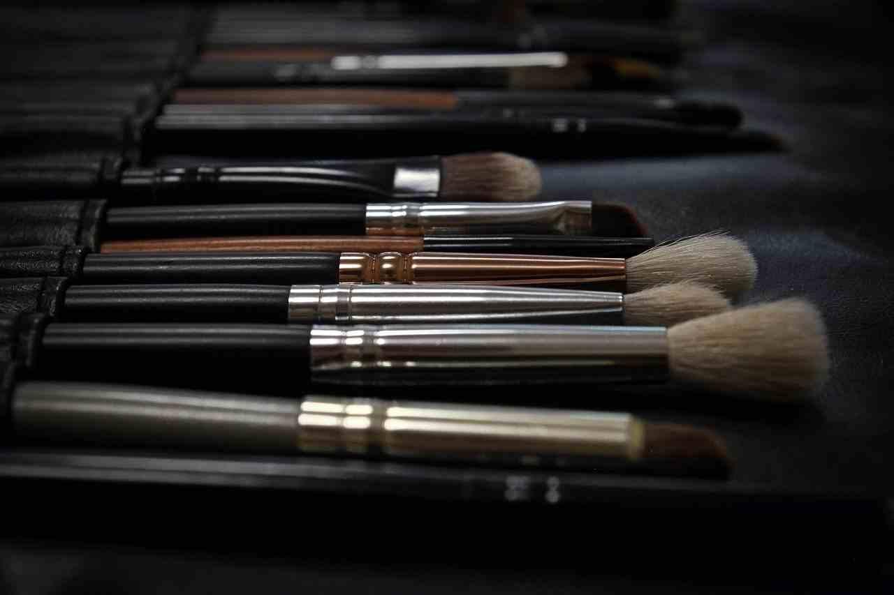 pennelli per il makeup: quali scegliere, come mantenerli, le marche da comprare