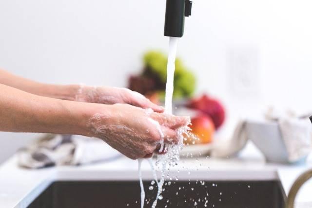 Metodi alternativi per il lavaggio dei piatti a mano