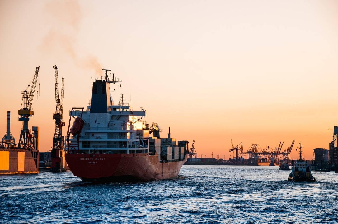 nave in porto