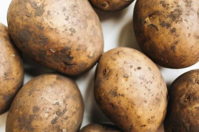 Come utilizzare l'acqua di cottura delle patate