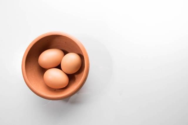 Come sbucciare l'uovo sodo: il trucco veloce