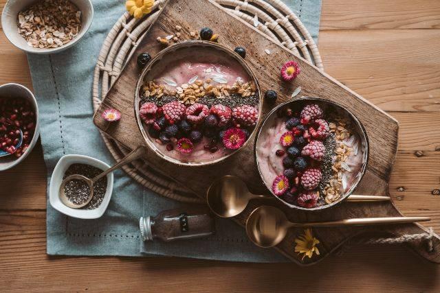 Colazione con torta, biscotti e salata: abitudini sane e gusto leggero