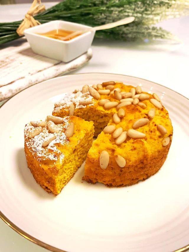 Tortina miele, pinoli e yogurt light pronta in 15 minuti