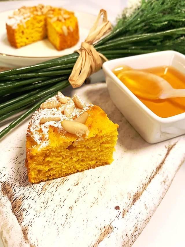 Tortina miele, pinoli, yogurt light pronta in soli 15 minuti