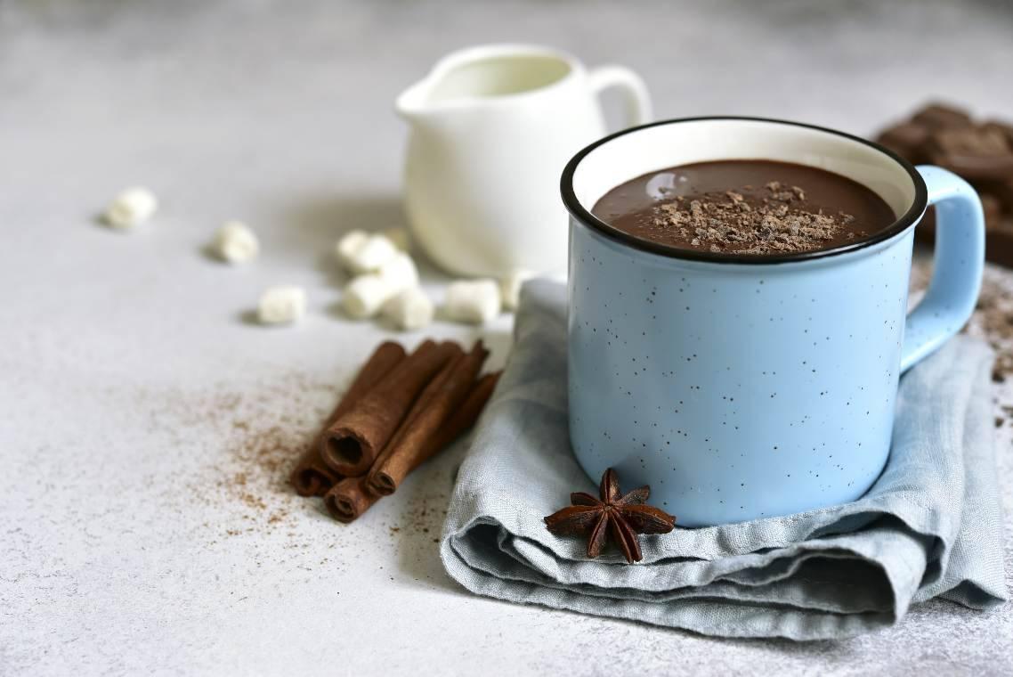 Cioccolata calda come al bar: tutti i trucchi per renderla perfetta