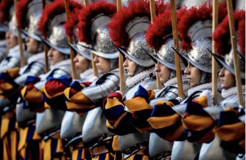 COVID-19, quattro guardie svizzere positive (Getty Images)