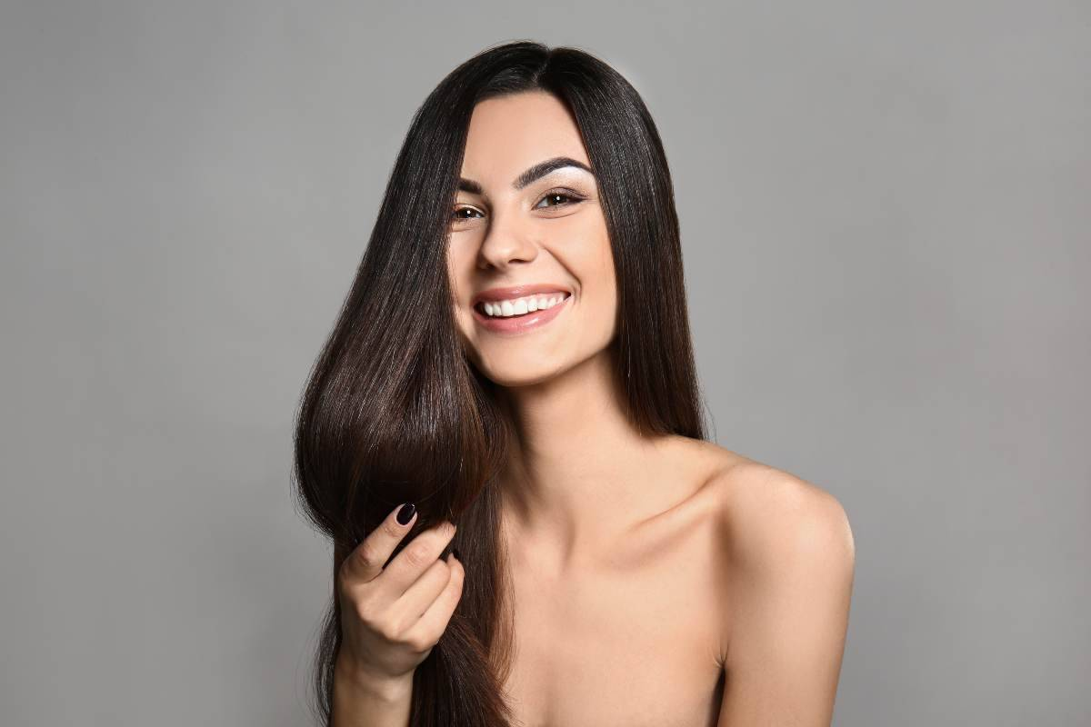 Come asciugare i capelli lisci senza piastra