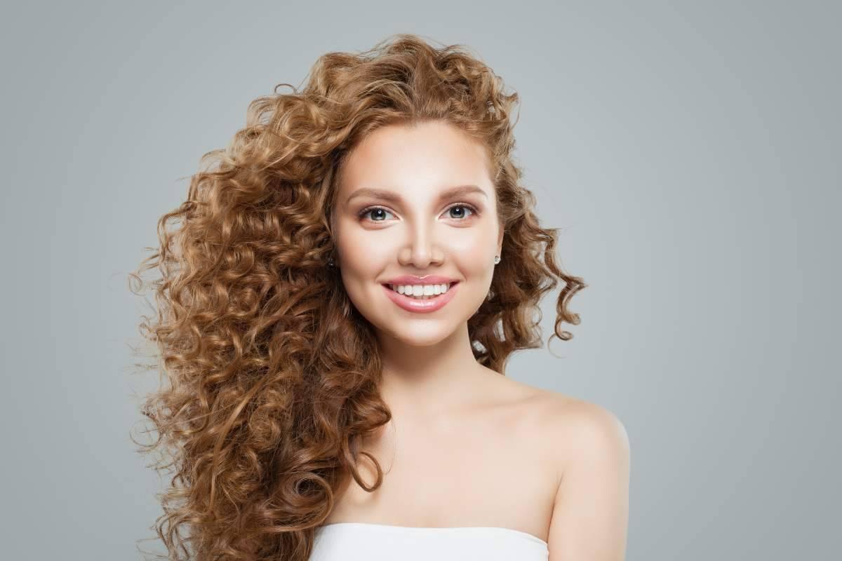 Come prendersi cura dei capelli ricci