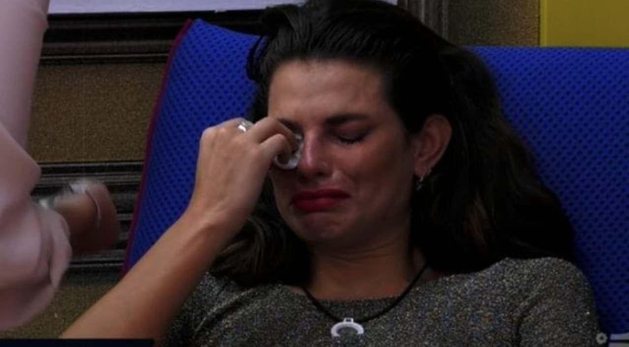 Dayane Mello piange perla figlia