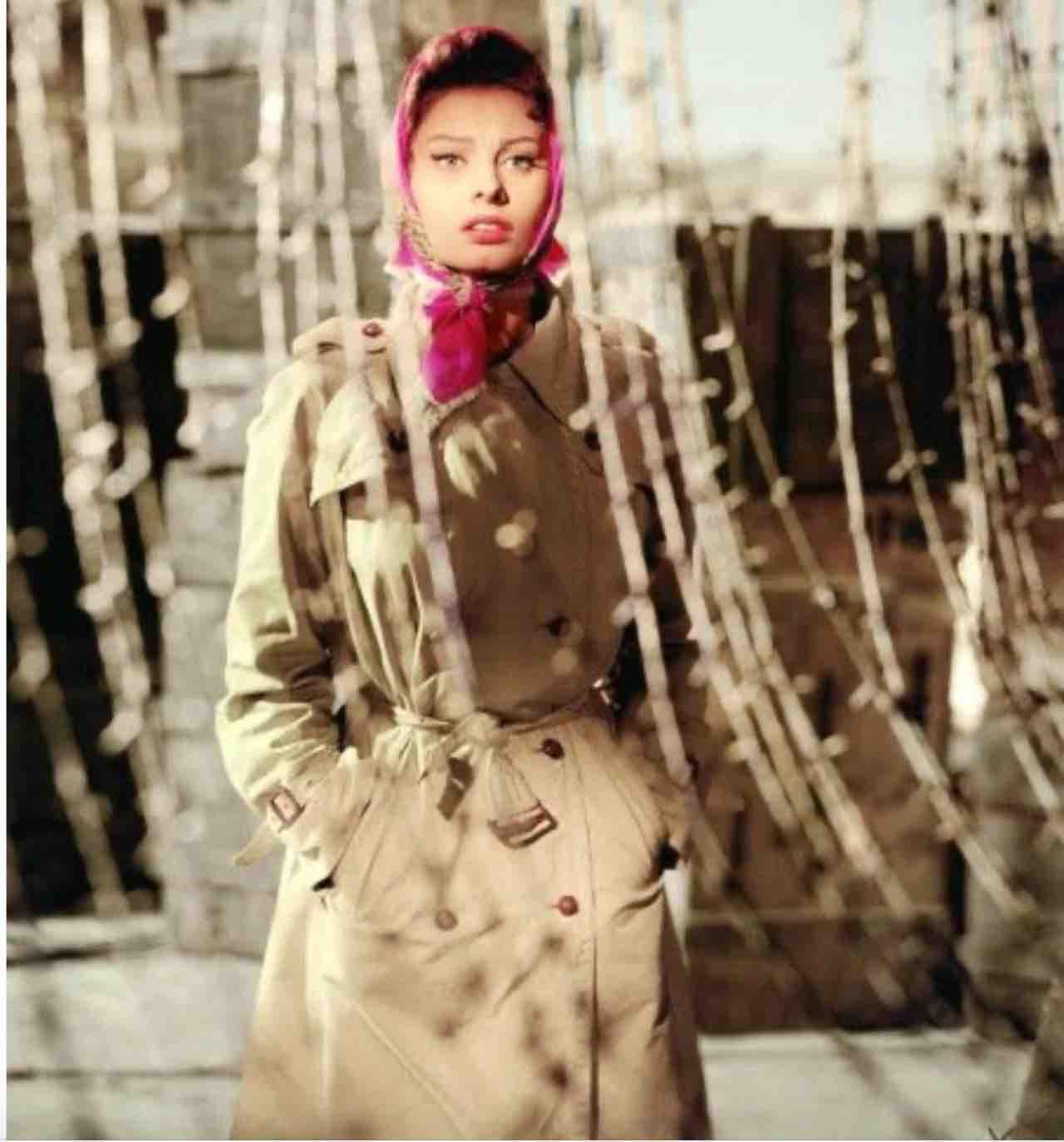 Sophia Loren trench