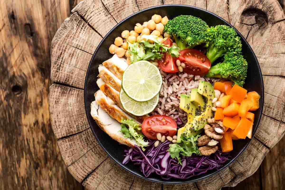 bowl con ingredienti bilanciati