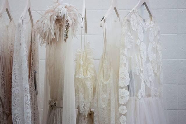 abito da sposa fisico a clessidra