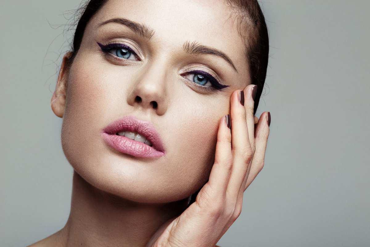 Trucco occhi 2020 eyeliner a chi sta bene, come applicarlo, i prodotti, video