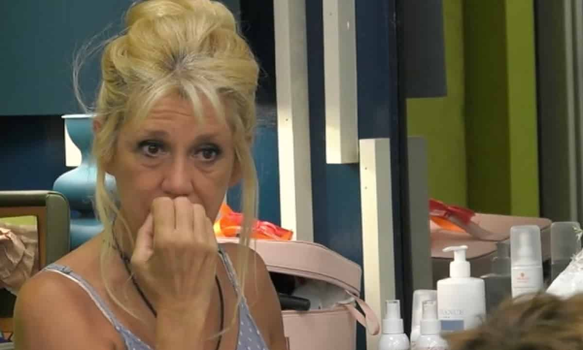 Andrea Zelletta volgare con Matilde Brandi: