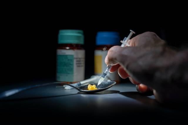 prova la droga per la prima volta