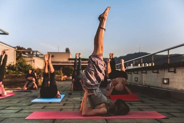 Yoga: risveglio mattutino con questi semplici esercizi