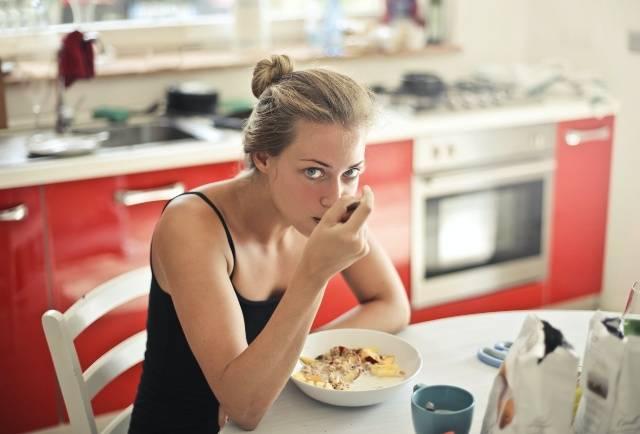 Come consumare meno calorie durante il giorno: trucchi per dimagrire!
