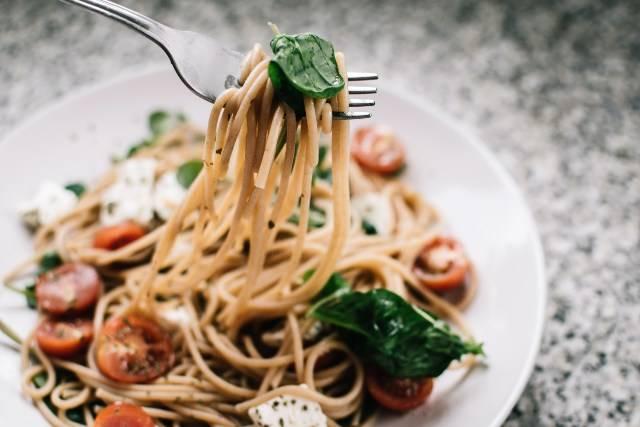 spaghetti integrali con pachino fresco